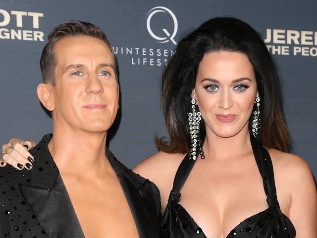 Katy Perry's Retro Hair & Blue Eyeliner At LA Film Premiere