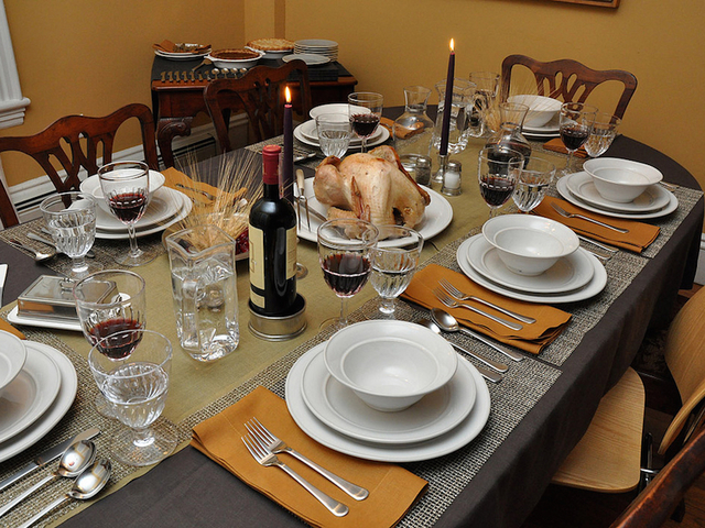 ideas for decorating your thanksgiving dinner table - Thanksgiving Dinner Table Ideas