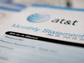 AT&T drops 2-year contracts