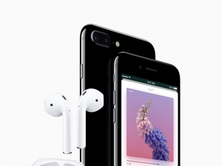 Apple's iPhone 7 ditches headphone jack