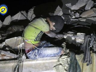 Airstrike leaves Syrian boy hanging from rubble