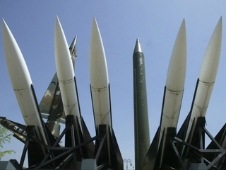 UN votes to negotiate nuclear weapons ban treaty