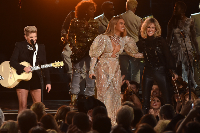 CMA Awards: Garth Brooks wins top award, Beyonce performs