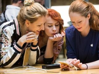 Apple removes hundreds of fake apps