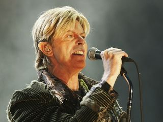 David Bowie posthumously wins 5 Grammys