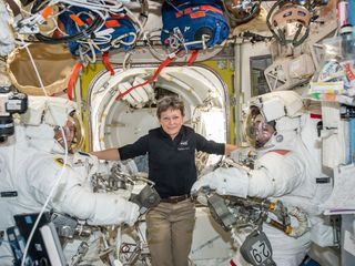 Whitson breaks US spaceflight record