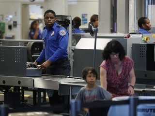 TSA might soon ask flyers to remove books