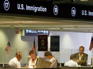 Hawaii judge freezes Trump travel ban