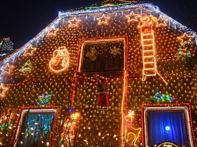 alaskan family allows internet users to control christmas lights