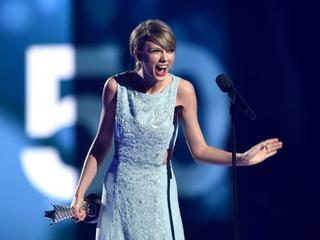 T-Swift fans have better credit than Kanye fans