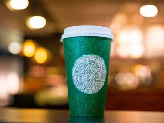 People are upset about Starbucks' green cup