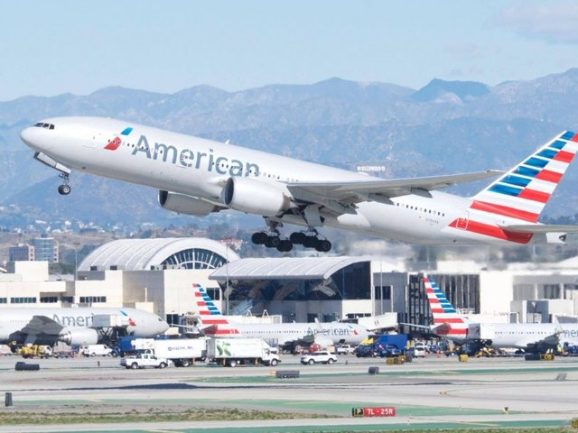 American Airlines Rushing to Find Pilots After Computer Glitch Threatens Holiday Travel