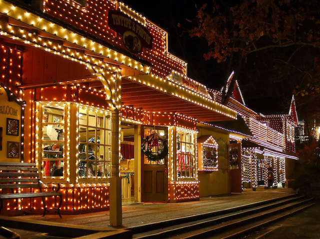 7 best places to see christmas lights in the usa abc15 for Places to visit in christmas in usa