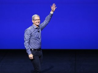 Apple requires CEO to fly private