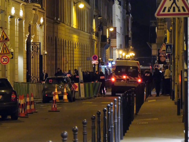 Armed robbers 'raid five star Paris hotel in £4.2m jewellery heist'