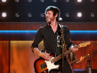 Keith Urban delivers Opry invite to Chris Janson