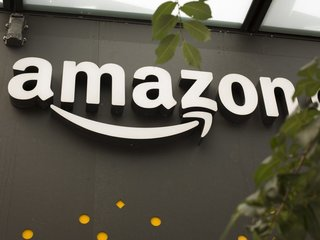 Report: Amazon may buy some Toys R Us locations