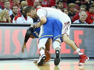 NBA prospect collapses during game, dies
