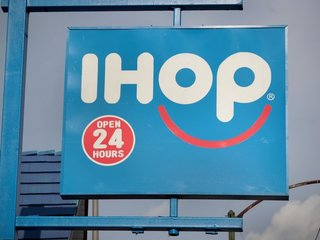Mom helps son escape jail, takes him to IHOP