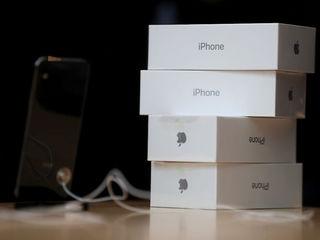 25 iPhones stolen from SanTan Mall Apple store