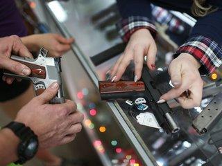 Judge lifts California ban on gun store ads